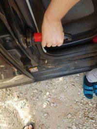 הדגמה-ידית אחיזה לגיל השלישי עזר לתמיכה בכניסה ויציאה מהרכב -מבחוץ עם היד